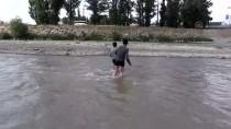 Sıcaklardan Bunalan Çocuklar Soluğu Nehir Ve Derelerde Aldı