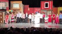 HALDUN DORMEN - Kazada Ölen Gencin Diploması Tiyatro Sahnesinde Verildi