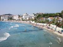 DİLEK YARIMADASI - Kuşadası'nda Sıcaktan Bunalan Plaja Ve Su Parkına Koştu