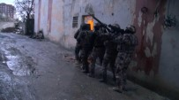 Polislere Saldırı Girişiminde Bulunan 8 Kişi Yakalandı