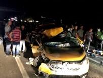 Terhis olan askerleri taşıyan taksi kamyona çarptı