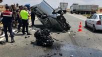 Tırın Çarptığı Otomobilin Motoru Yola Fırladı Açıklaması 1 Ağır Yaralı
