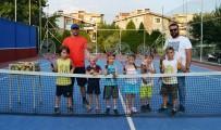 YAZ OKULLARI - Yunusemre'de Yaz Tenis Kursu Başladı