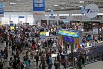Antalya Havalimanı Dış Hatlar Terminalinde Tarihi Günler