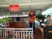 KEMER BELEDİYESİ - Binası Yıkılan Kadın Muhtar, Açık Alana Tezgah Açtı, 'Hizmete Devam' Dedi
