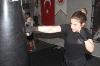 Elif, Kick Boks'ta Milli Takım'a Yükselmek İstiyor