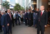 OSAKA - Erdoğan Ve Eşi Japonya'da Türk Vatandaşlarını Selamladı