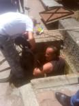 Kanalizasyona Düşen Yavru Köpeği İtfaiye Kurtardı