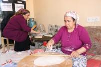 GÖZLEME - Eşlerine Yardımcı Olmak İsteyen Abla Ve Kız Kardeşi Gözlemeci Dükkanı Açtı