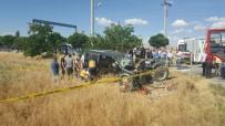 Hafif Ticari Araçla Traktör Çarpıştı Açıklaması 2 Ölü, 1 Yaralı