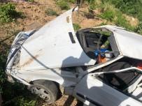 Adıyaman'da Otomobil Şarampole Yuvarlandı Açıklaması 3 Yaralı