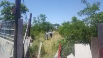 ASKERLİK ŞUBESİ - Kontrolden Çıkan Araç Askerlik Şubesinin Bahçesine Uçtu