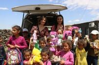 Sinoplu Esra Öğretmenden Diyarbakırlı Köy Çocuklarına Bayram Hediyesi