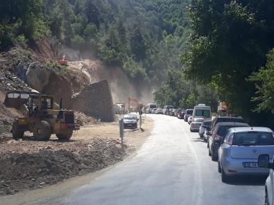 Bursa Orhaneli Yol Çalışması Uzun Araç Kuyrukları Oluşturdu