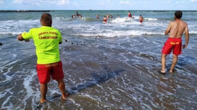 Denizde Boğulma Tehlikesi Geçiren 3 Arkadaştan 2'Si Kurtarıldı
