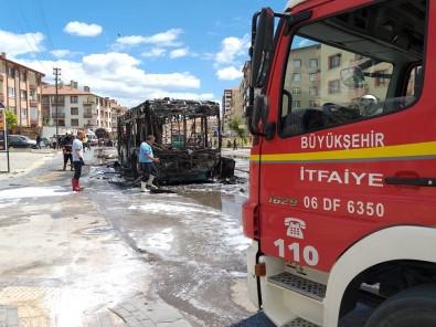 Halk Otobüsü Seyir Halindeyken Alev Aldı, Facianın Eşiğinden Dönüldü