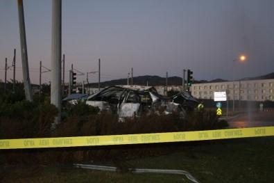 İzmir'deki Feci Trafik Kazasında Otomobil Metrelerce Uçtu Açıklaması 2 Ölü