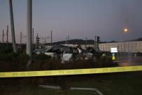 ÜNİVERSİTE HASTANESİ - İzmir'deki Feci Trafik Kazasında Otomobil Metrelerce Uçtu Açıklaması 2 Ölü