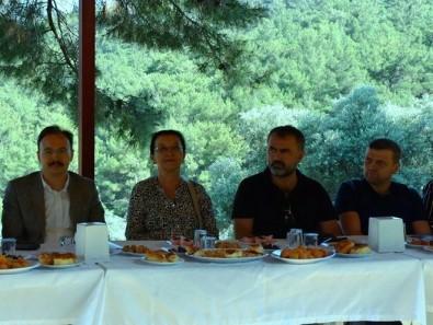 Kazak Türk'ü Şiraz Doğru Dualarla Anıldı