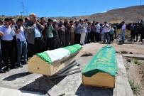 Mezuniyetten Dönerken Kazada Ölen Kardeşler Toprağa Verildi