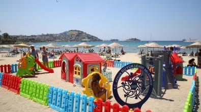 Sahile Kurulan Oyun Parkları Hem Çocukları Hem De Ailelerini Mutlu Etti