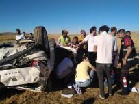 ZİNCİRLEME KAZA - Şanlıurfa'da İki Ayrı Trafik Kazasında 6 Kişi Yaralandı