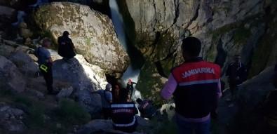Selfie Çeken Genç Kayalıklardan Yuvarlandı