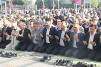 MURAT KURUM - Bakan Kurum, Bayram Namazını Konya'da Kıldı