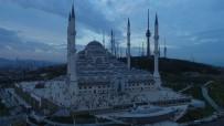 ÇAMLICA CAMİİ - Büyük Çamlıca Camii İlk Bayram Namazında Havadan Görüntülendi