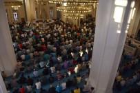 Kırıkkale'de Vatandaşlar Camilere Akın Etti