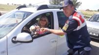Korkuteli'de Jandarmadan Ceza Yerine Şeker
