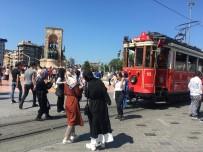 TAKSIM MEYDANı - Taksim Ve İstiklal'de Bayram Yoğunluğu