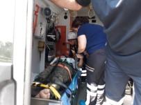 Beton Bariyere Çarpan Otomobilin Sürücüsünü İtfaiye Kurtardı