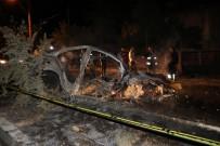 Refüje Çarpan Otomobil Alev Aldı Açıklaması 2 Ölü