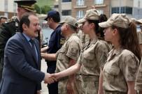 Vali Ali Hamza Pehlivan Askerlerle Bayramlaştı