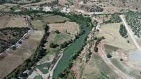 Çiftçiler Mağdur Edilmeden Çermik Sulama Kanalı Onarılıyor