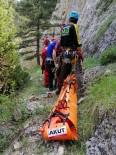 BAĞBAŞı - Dağ Yürüyüşünde 200 Metrelik Kayalıktan Düşüp Öldü