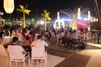 DJ - Gündüz Sahiller Gece Mekanlar Tatilcilerle Doldu Taştı