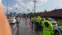 YOLCU OTOBÜSÜ - Otobüs, Kırmızı Işıkta Bekleyen Araçlara Çarptı Açıklaması 9 Yaralı