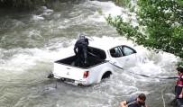 Trabzon'da Araba Dereye Uçtu Açıklaması 1 Ölü, 2 Yaralı