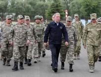 Milli Savunma Bakanı Akar ve komutanlar hudut hattında