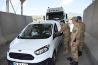 Asker, Sürücülere Lokum İkram Etti