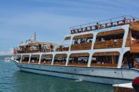 EDREMİT KÖRFEZİ - Ayvalık'ta Gezi Teknelerinde Bayram Yoğunluğu