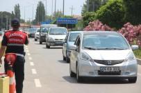 AŞIRI HIZ - Bayram Tatili Sonrası Kuzey Ege'de Trafik Yoğunluğu Arttı