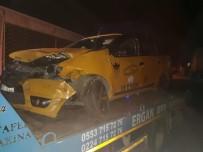 TİCARİ TAKSİ - Hafif Ticari Araç İle Otomobil Çarpıştı Açıklaması 2 Yaralı