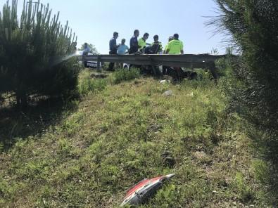 Kağıthane'de Tur Otobüsünün Sıkıştırdığı Motosikletli Şarampole Uçtu