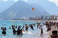 SIRKECI - Antalya'da Sahillerde Hafta Sonu Yoğunluğu