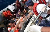 Bir Bota 53 Kişi Binen Ve Sürüklenen Göçmenler Facianın Eşiğinden Döndü