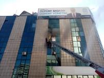 SAADET PARTİSİ - Cevizlibağ'da İş Merkezinde Korkutan Yangın