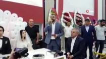 Düğünde Binali Yıldırım'a Destek Sözü Veren Gelin Evlilik Cüzdanını Kaptı